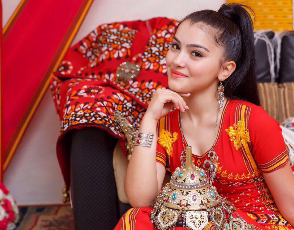sultan-voshel-v-popu-chitat