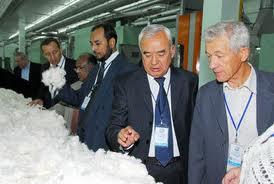 Узбекистан планирует заключить контракты на поставку около 600 тыс. тонн хлопковолокна и текстильной продукции на $1 млрд