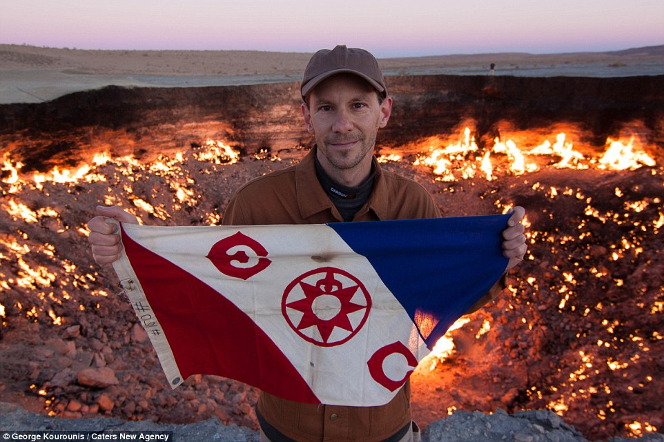 285E4C7200000578-3070043-Explorer_George_Kourounis_holds_an_Explorers_Club_flag_in_front_-a-36_1430954368793