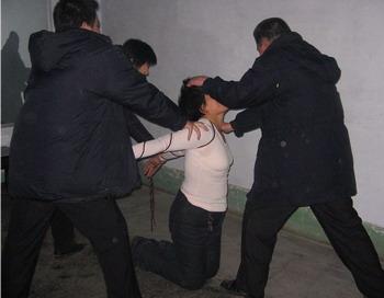 Мужчины извращаются над женщинами фото 734-416