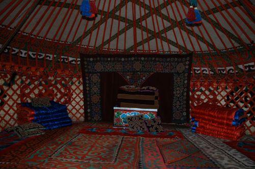 kirgistan-issyk-kul-jurta-handarbeiten