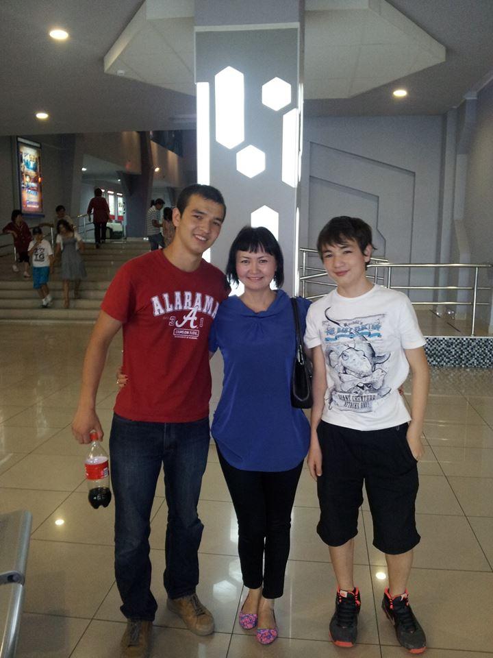 С мамой и младшим братом