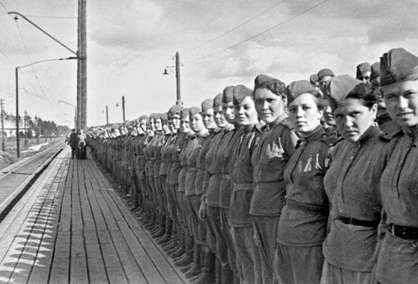 Девушки-снайперы перед отправкой на фронт. 1943 год.