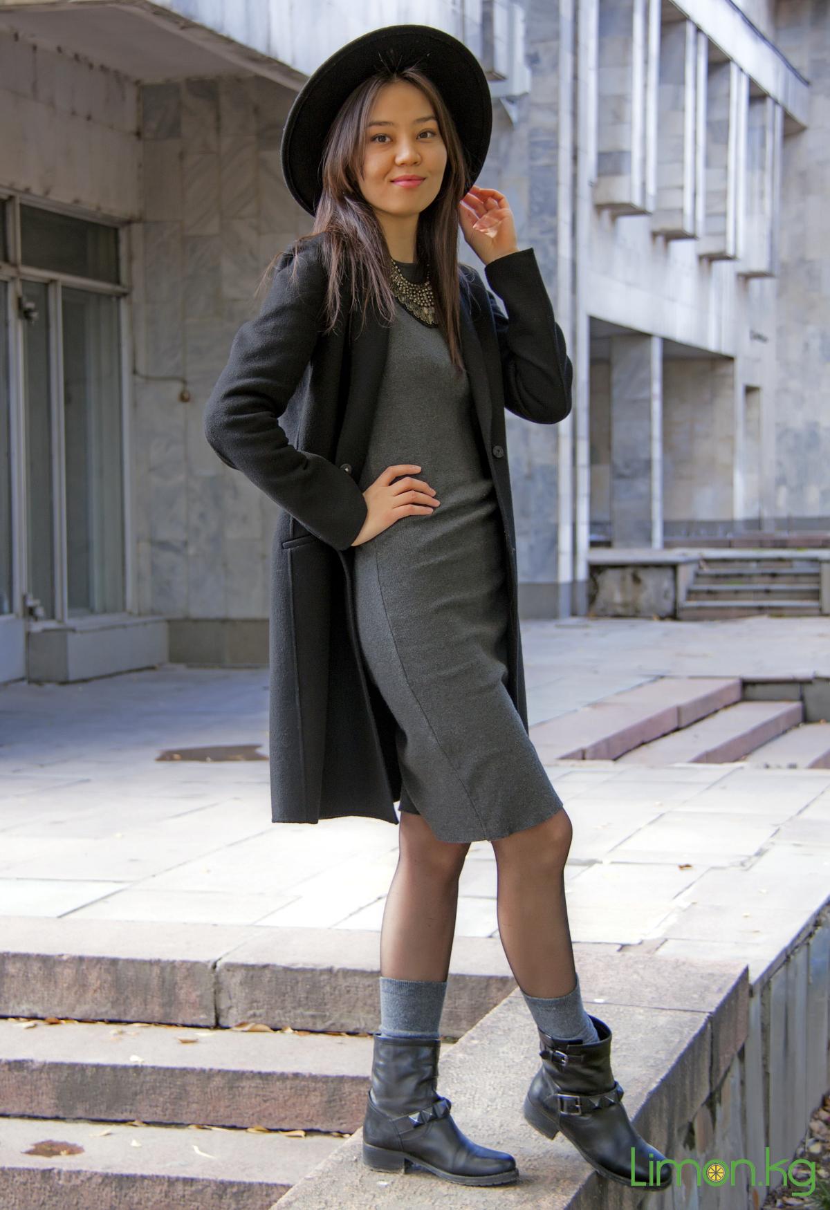Пухлая девушка в юбке 24 фотография