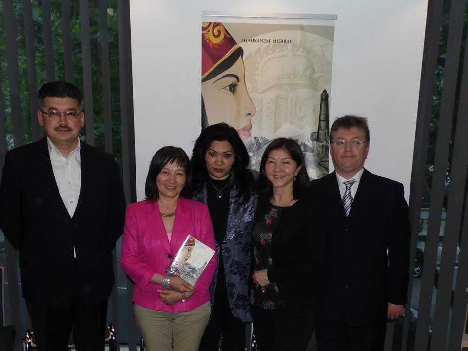 Гости в моем вечере из ВВС Кыргызстан и муж Гордон Мюррей