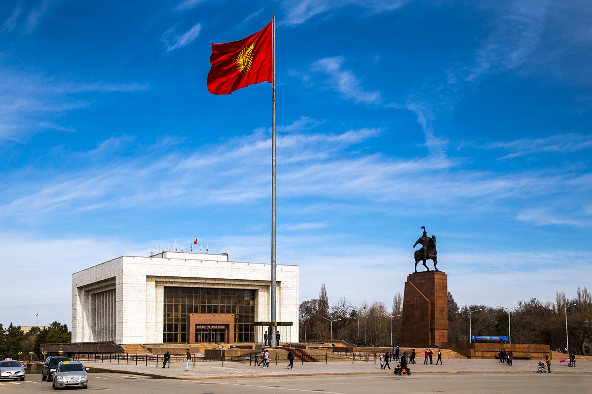 Политика: Президент РФ  в Бишкеке: чем закончится встреча двух лидеров?