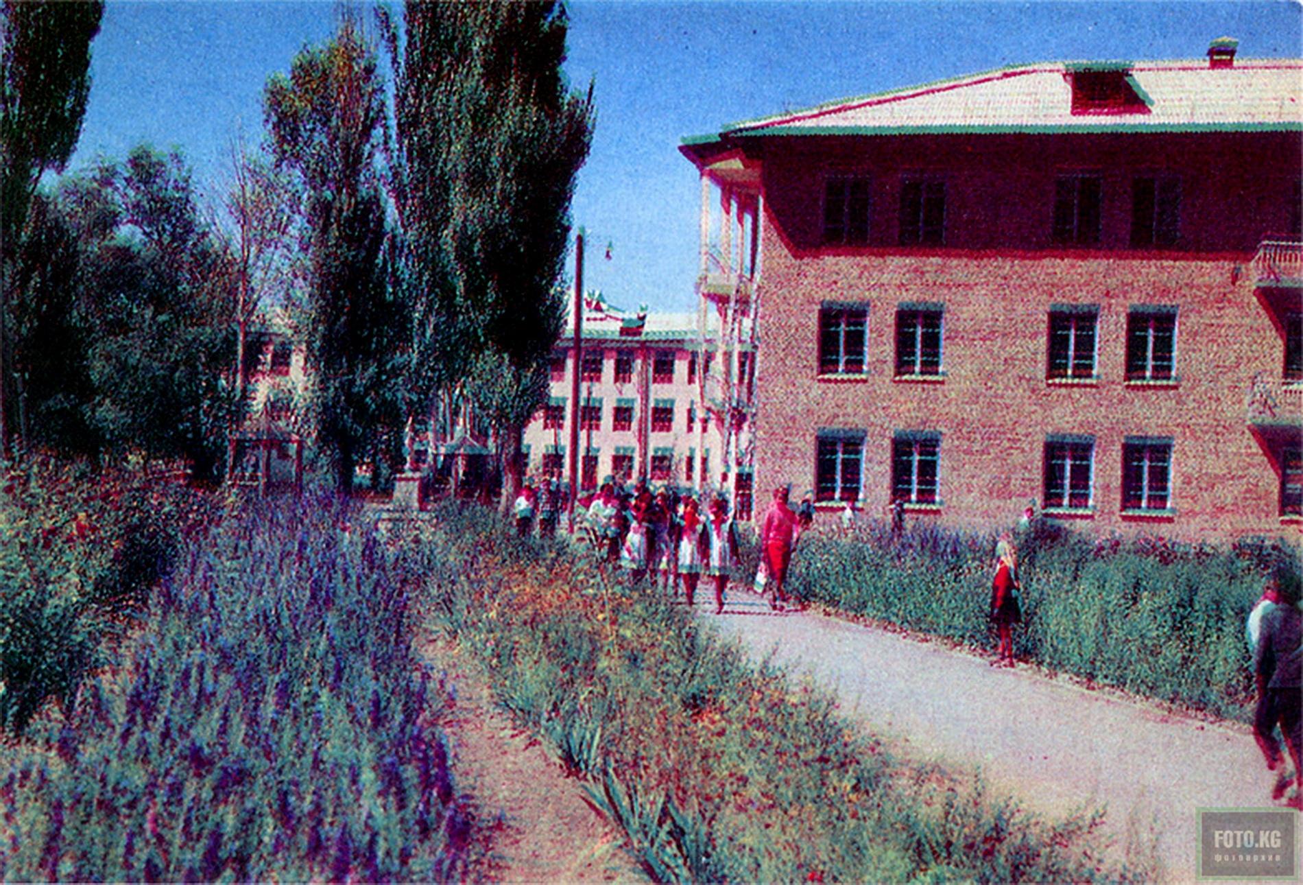 Пржевальск. Школа интернат. Фото: 1969 год