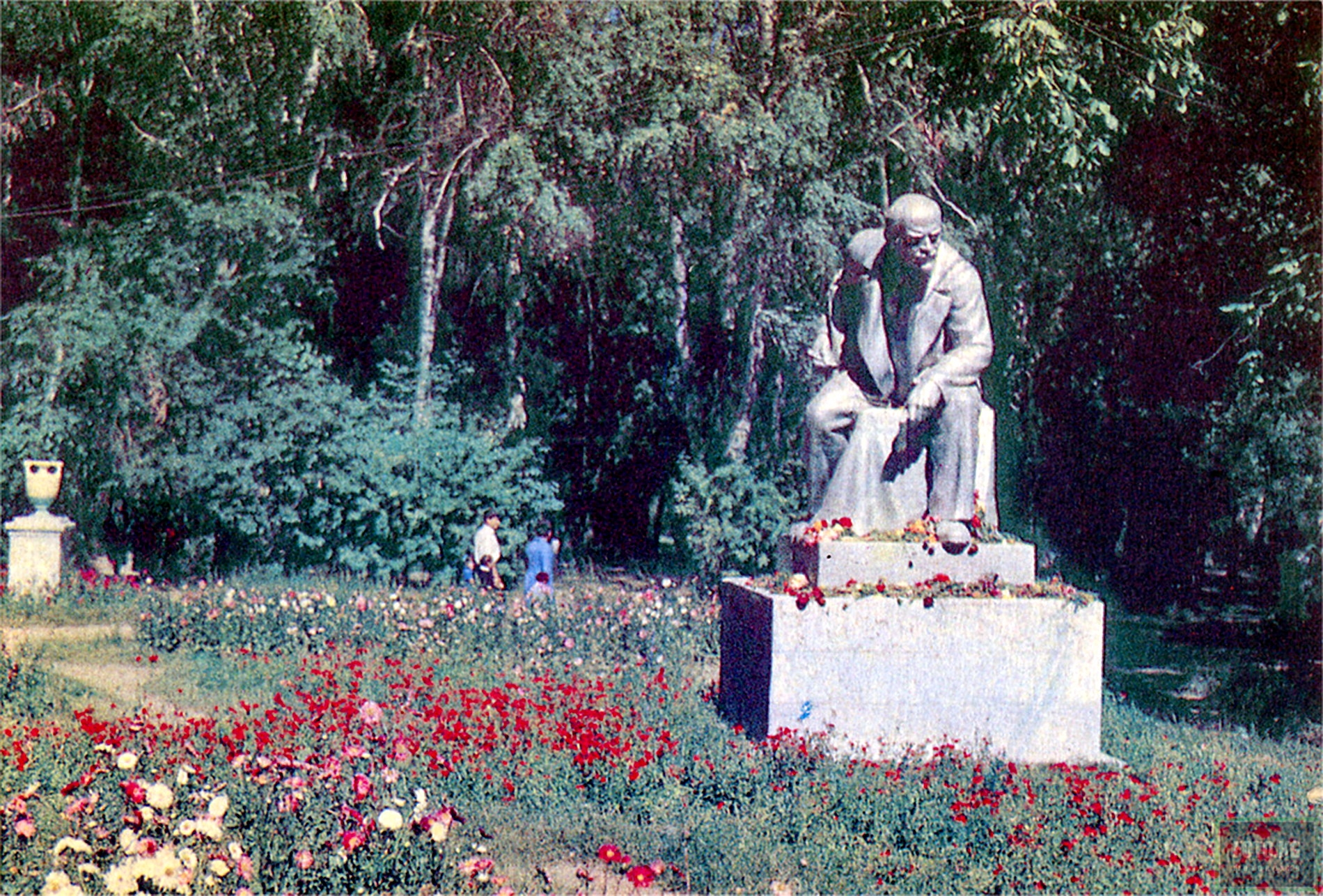 Пржевальск. Скульптура В.И.Ленина, в городском парке им. А.С.Пушкина Фото:1969 год