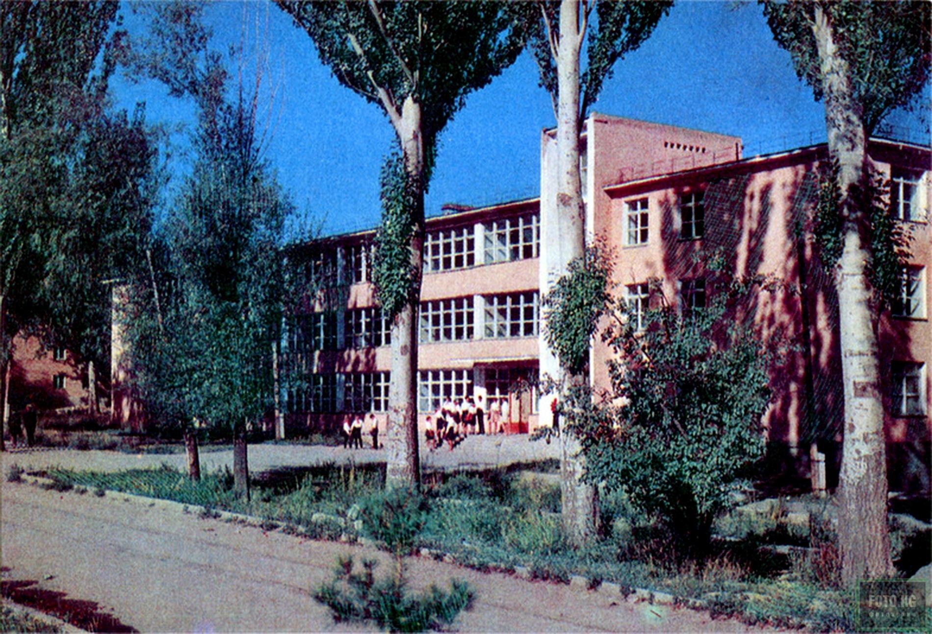 Пржевальск. Школа имени А.М. Горького. Фото: 1969 год