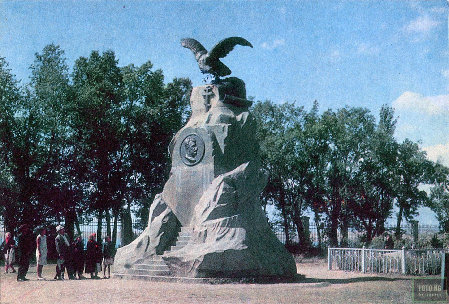 Памятник Пржевальскому. Фото: 1969 год