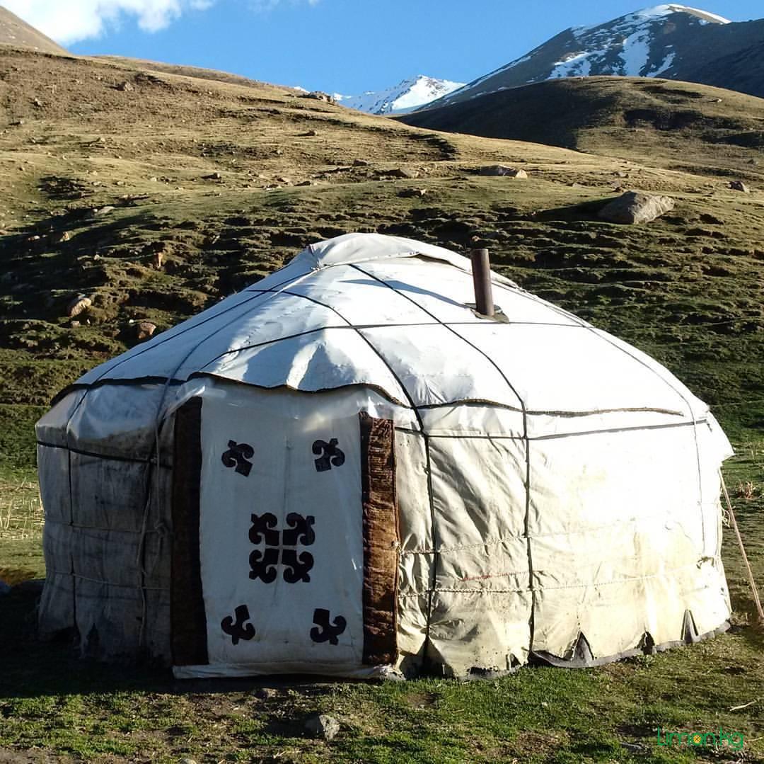 Кыргызская юрта - большая, теплая, комфортная и практичная палатка.