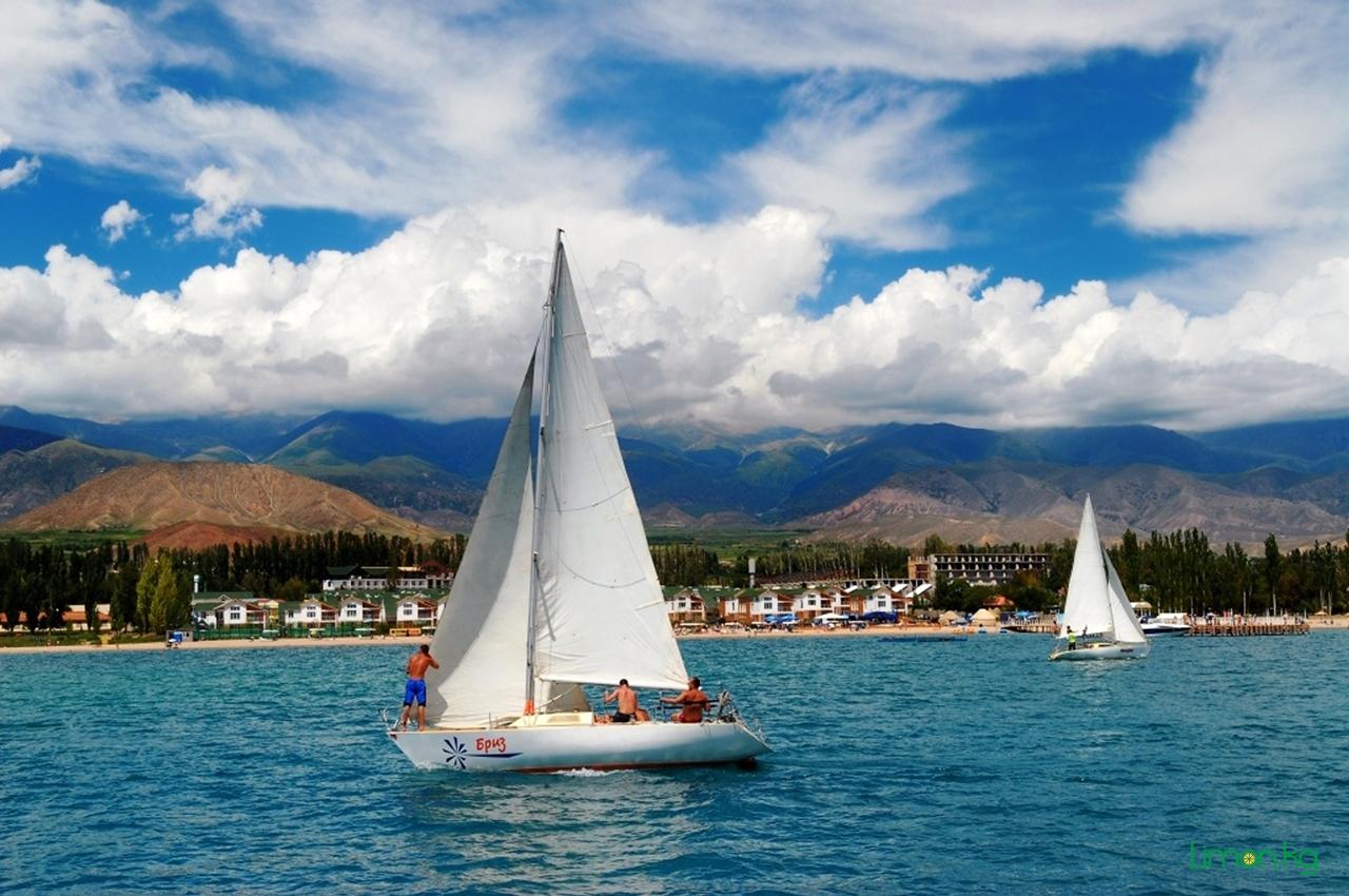 A-beautiful-video-about-the-lake-Issyk-Kul