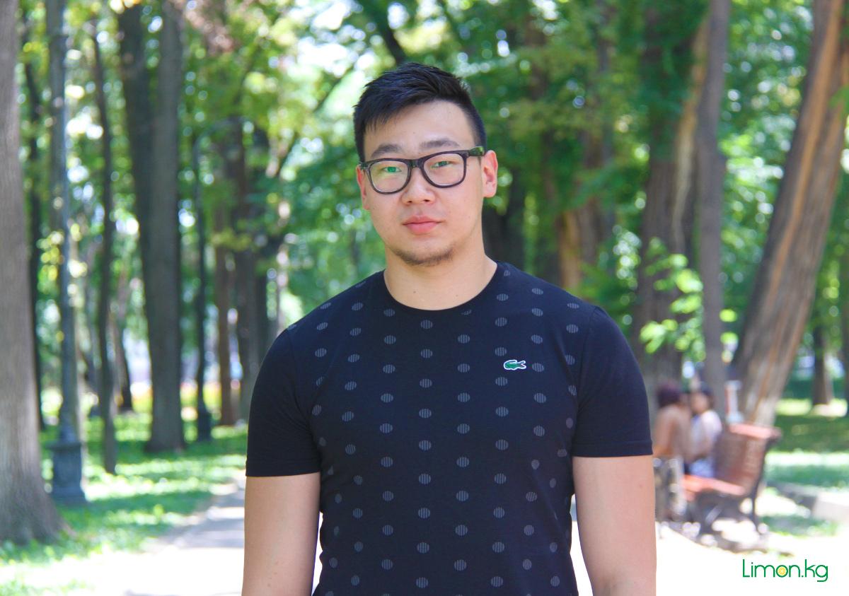 Оскар Дё, 20, студент