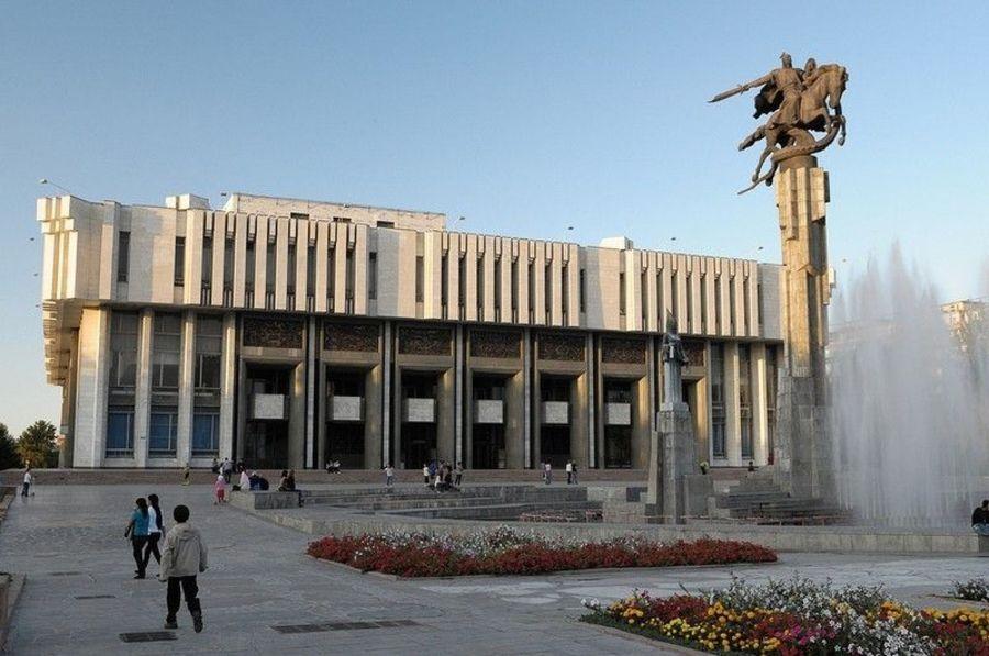Скульптурный комплекс «Манас»