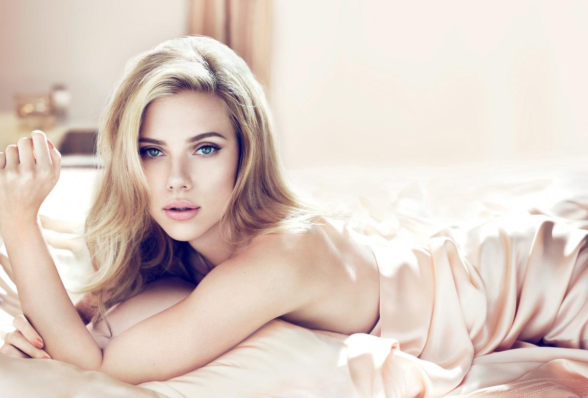kinopoisk.ru-Scarlett-Johansson-2383617
