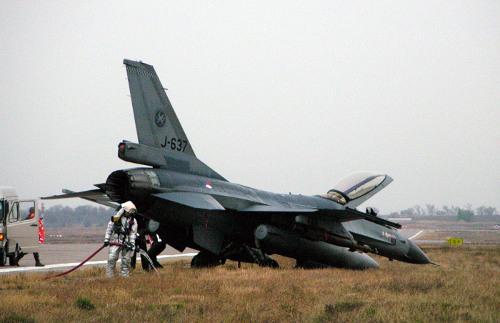 Совершил аварийную посадку истребитель ВВС Нидерландов F-16 Falcon