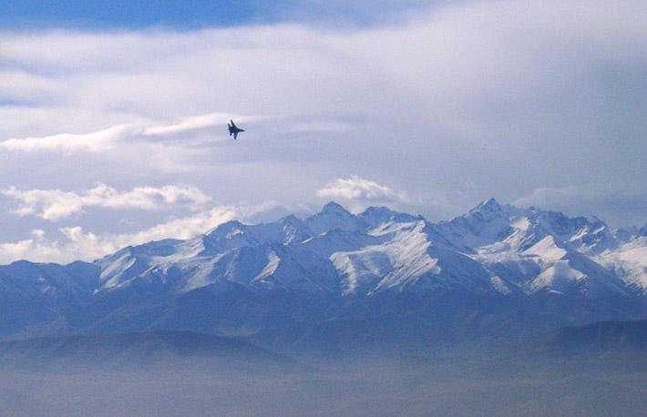 Открытие авиабазы в Канте 2003 (5)