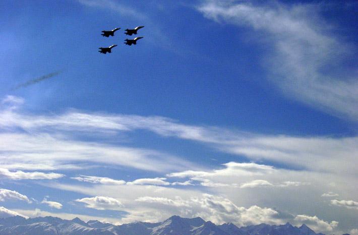 Открытие авиабазы в Канте 2003 (9)