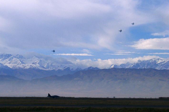 Открытие авиабазы в Канте 2003 (6)