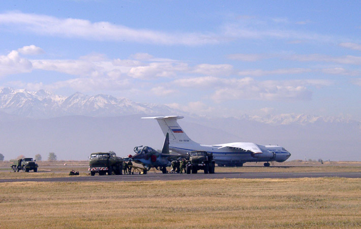 Открытие авиабазы в Канте 2003 (17)