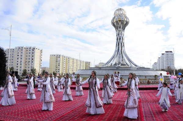http://static.akipress.org/127/.storage/runews9/images/Turkmenistan/062e6f7b91d5a0221082527133f856ba.jpg