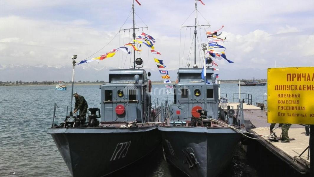 парад кораблей равно лодок