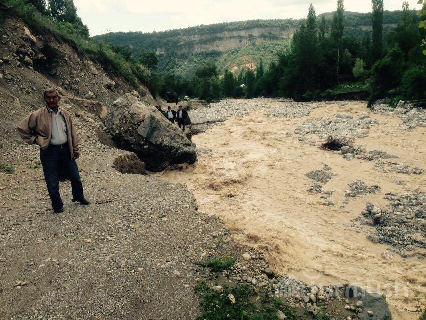 Turmush: В Базар-Коргоне 4 отдыхающих не могут спуститься ...: http://www.turmush.kg/ru/news:301380