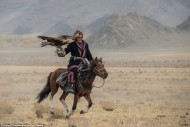 The tradition of hunting with golden eagles is said to have been started by the nomadic Khitans from Manchuria in northern China around 940AD.