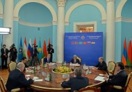 The Summit included narrow restricted attendance and extended talks.