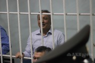 Ata-Meken party leader Omurbek Tekebayev and former Kyrgyz ambassador Duishon Chotonov were sentenced August 16 to 8 years in prison and their property will be confiscated for corruption.<br />