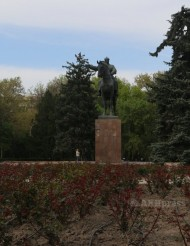 Frunze is still commemorated in the city in 2016. His equestrian statue still stands in front of the Railway Station. A street and a museum in the downtown are named after him; the museum contains the cottage in which he grew up, fully intact inside a larger modern structure.