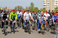 More than 600 cyclists participated in the event, including sport veterans, students of schools and universities, staff of the mayor's office, district administrations, as well as Bishkek residents.