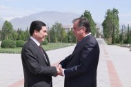 Presidents of Tajikistan Emomali Rahmon and Turkmenistan Gurbanguly Berdimuhamedov discussed the state and prospects of development of the Tajik-Turkmen relations and exchanged views on important regional and international issues of mutual interest.