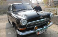 Resident of the city of Osh (Kyrgyzstan) Khakimjan Yunusov has restored a legendary Soviet car – GAZ M21 Volga – from scratch. The man inherited the vehicle from his father.
