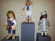 The exhibition dolls cost from 1,000 to 5,000 euros.