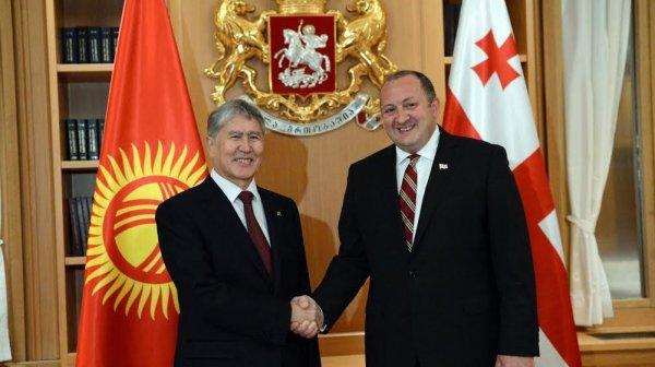 Президенты Грузии иКыргызстана провели встречу один наодин