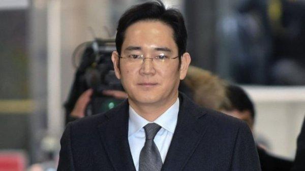 В Южной Корее по делу о коррупции арестован глава Samsung