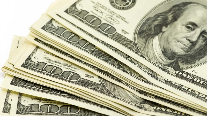 В Узбекистане обвалился курс доллара на черном рынке