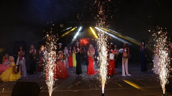 Фоторепортаж с конкурса красоты Princess of the globe, где Б.Назарова представила Кыргызстан, а А.Осмонова — Татарстан