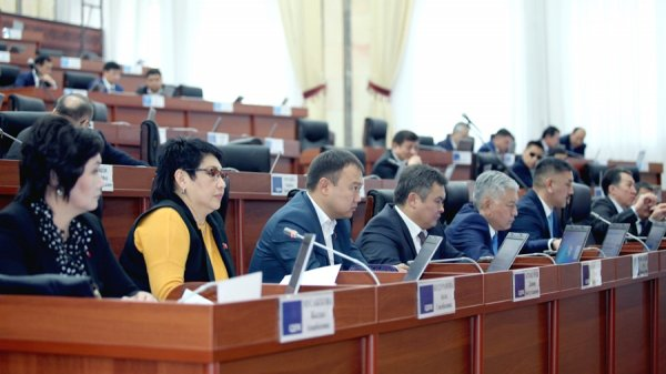 Президент Киргизии подписал закон оназначении референдума поконституции