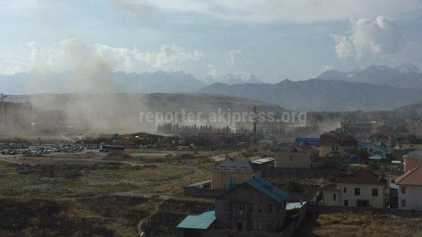 Кместу взрыва вБишкеке вызывают кареты скорой помощи