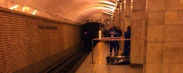 В петербургском метрополитене гражданин Узбекистана умер под рельсами