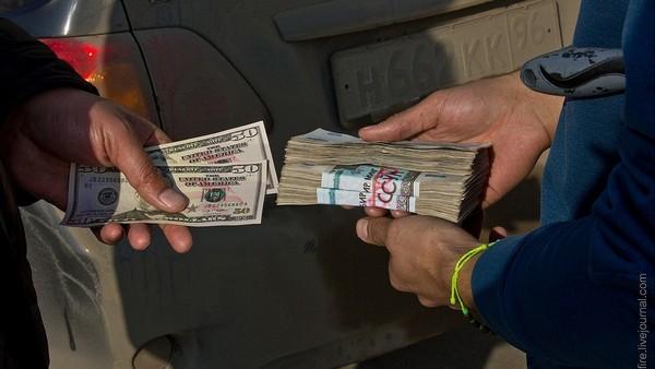 В Узбекистане официальный курс доллара продолжает расти