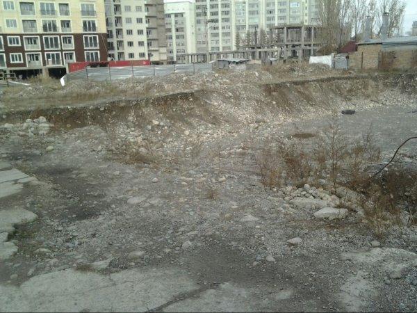 Госэкотехинспекция: Стройкомпания «Гарант Стиль» незаконно вырыла котлован для строительства объекта на улице Сухэ Батора (фото)
