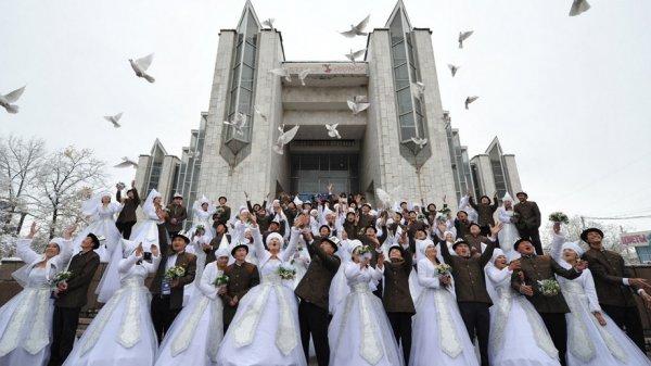 ГРСКР: 175 пар связали себя узами брака вДень святого Валентина