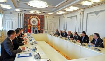 А.Атамбаев на встрече со сторонниками трех депутатов «Ата-Журта» заявил, что не вправе вмешиваться в судебный процесс