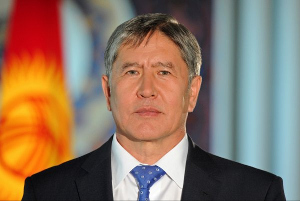 Назарбаев поздравил Атамбаева сюбилеем