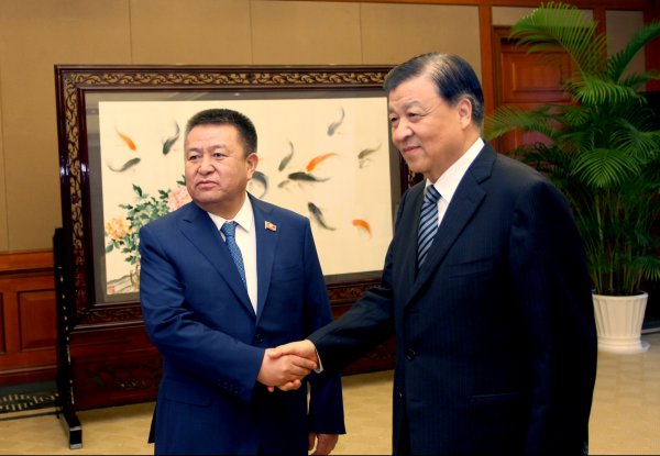 Спикер парламента Кыргызстана примет участие в консилиуме «Диалог Коммунистической партии Китая смиром -- 2016» вЧунцине