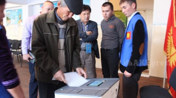 Премьер Кыргызстана подвел результаты референдума ивыборов в здешние кенеши