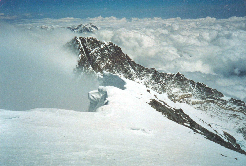 Вид с вершины на южную сторону Эвереста. Пик Лхоцзе / Фото: Дмитрий Греков